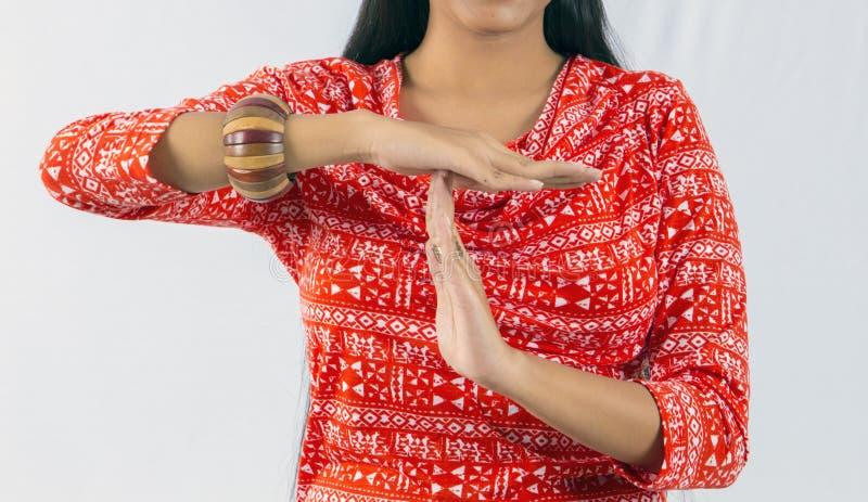 Femme indienne faisant le temps mort photographie stock