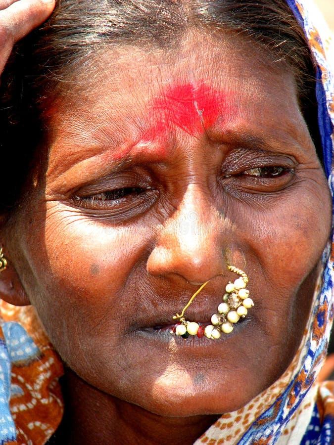 Femme inquiété image stock