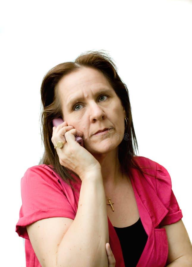 Femme inquiété au téléphone. photographie stock