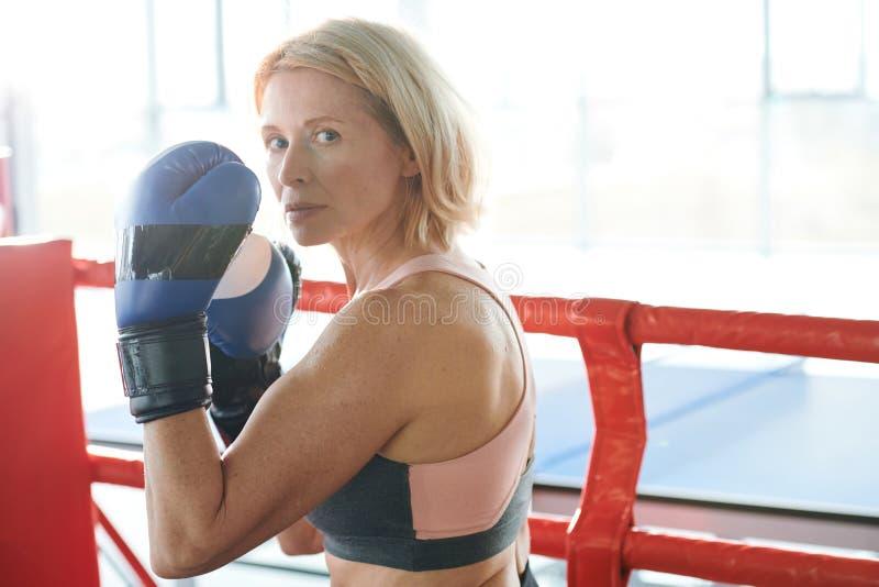 Femme intense photo libre de droits