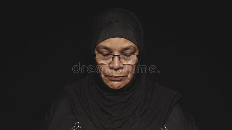 Femme islamique dans le hijab photo libre de droits