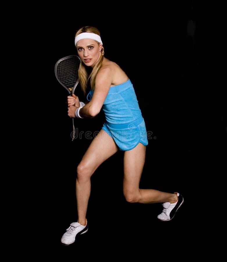 Femme jouant la bille de raquet image stock