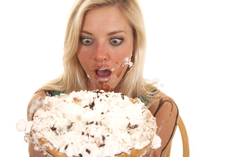 Femme jugeant le tarte par le visage malpropre image stock