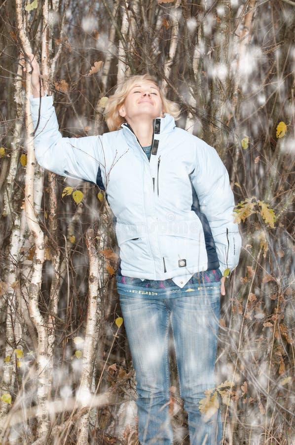 Femme l'hiver photos libres de droits