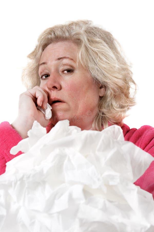Femme mûr avec la grippe images libres de droits