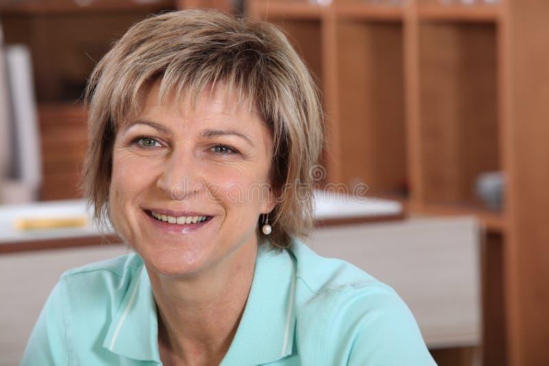Femme mûre de sourire photos libres de droits