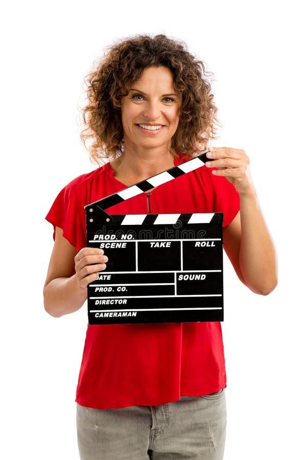 Femme mûre heureuse tenant un bardeau photo libre de droits