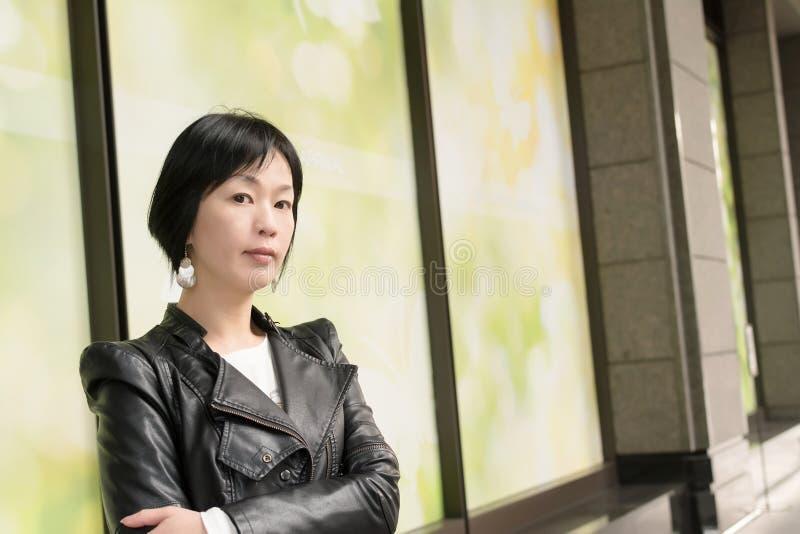 Femme mûre asiatique images stock