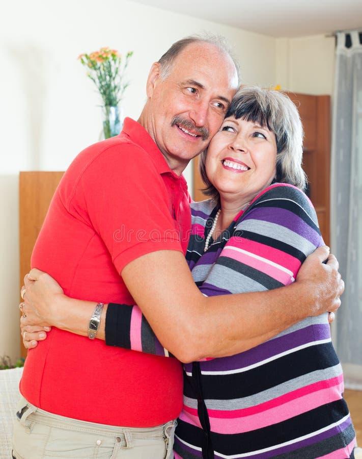 Femme mûre heureuse avec le mari photographie stock
