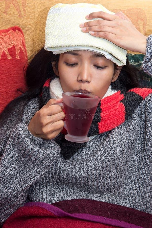 Femme malade photo libre de droits