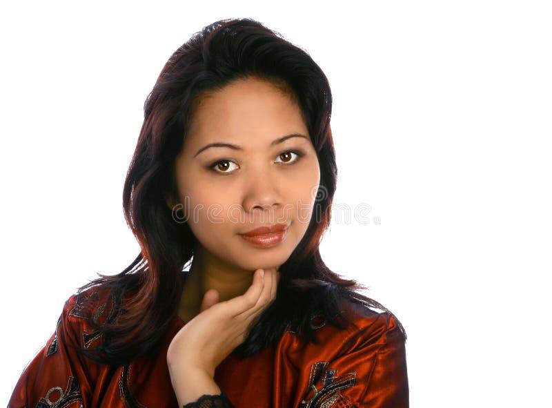 Femme malaise en rouge image stock