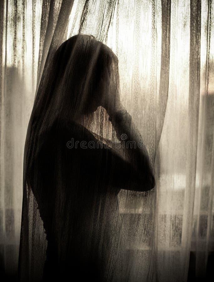 Femme maltraitée effrayée photographie stock libre de droits