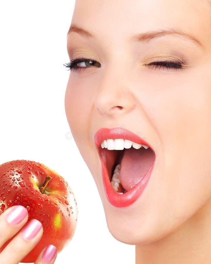 Femme mangeant la pomme. images libres de droits