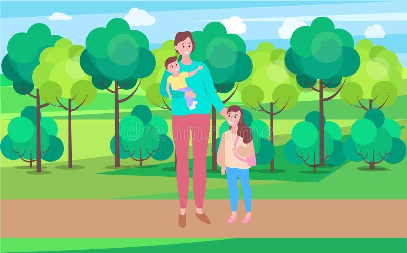 Femme marchant avec le bébé de transport de fille en parc illustration libre de droits