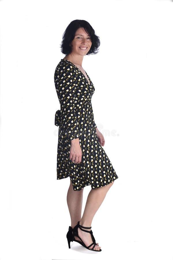 Femme marchant sur le blanc photo stock