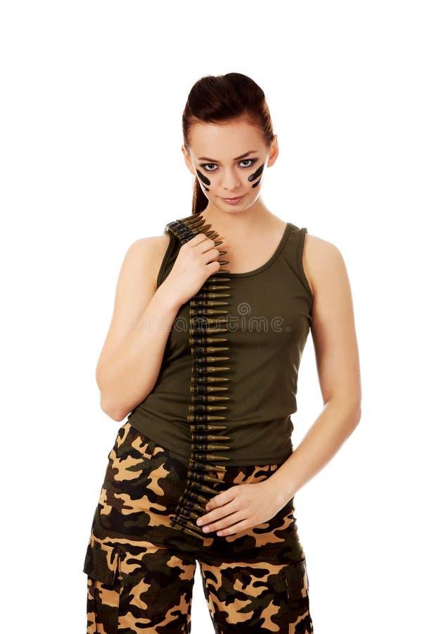 Femme militaire sérieuse avec la ceinture de balle photos libres de droits