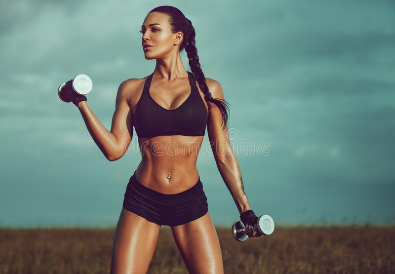 Femme mince de sports photo stock