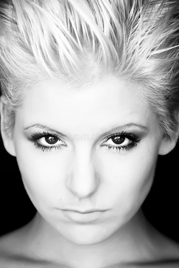 femme moderne blonde de verticale photo libre de droits