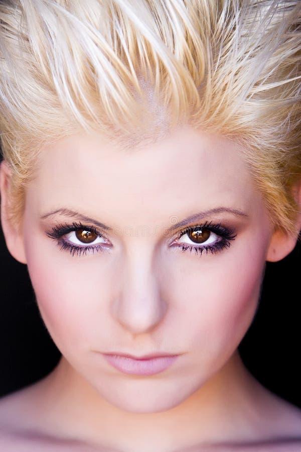 femme moderne blonde de verticale image stock