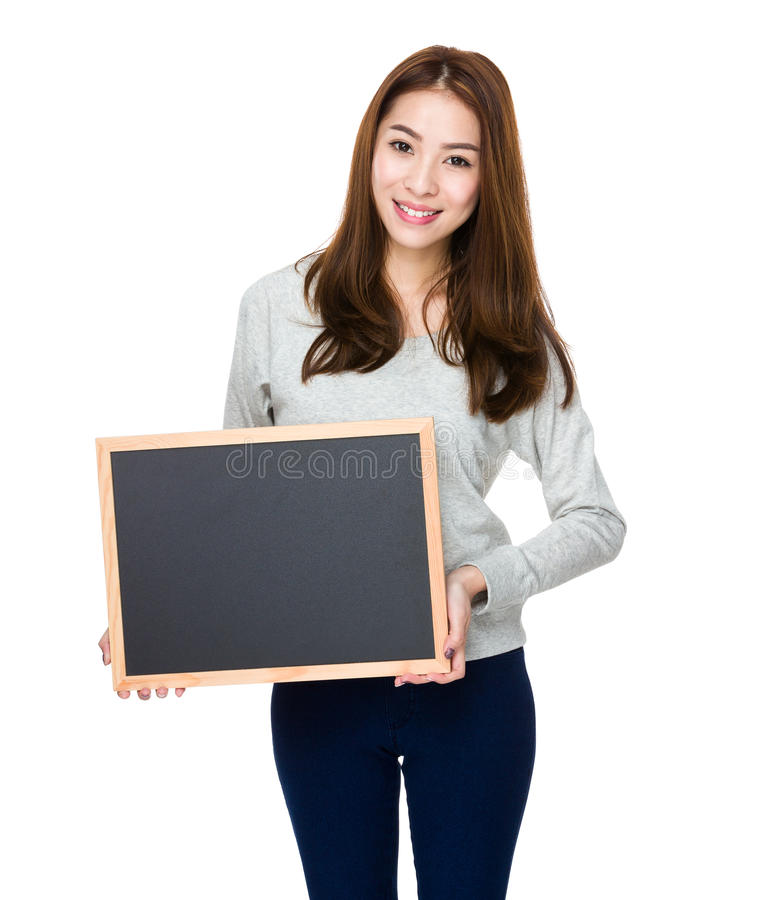 Femme montrant avec le tableau images stock