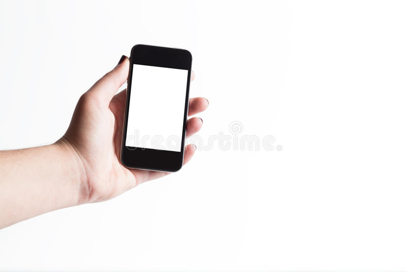 Femme montrant le téléphone intelligent avec l'écran d'isolement photo libre de droits