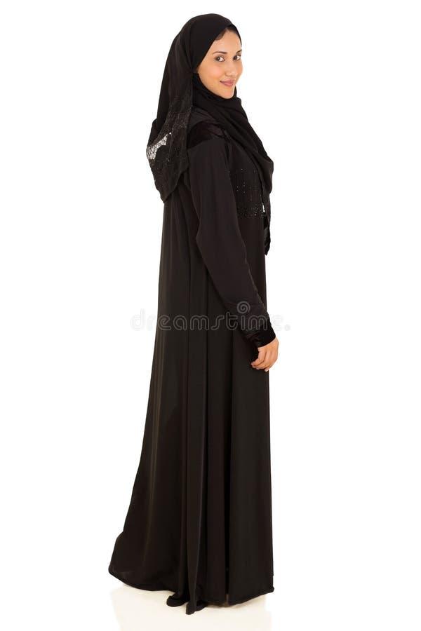 Femme musulmane regardant en arrière photo libre de droits