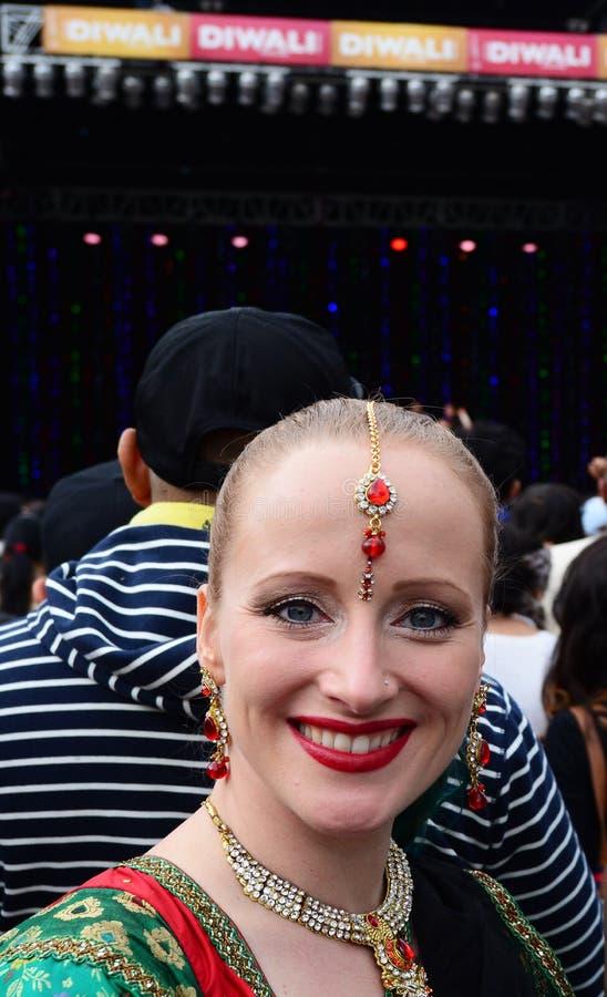 Femme néo-zélandaise célébrant le festival de Diwali à Auckland, nouveau photographie stock libre de droits