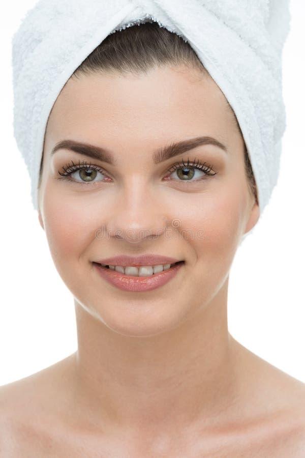 Femme naturelle de beauté avec la serviette photographie stock libre de droits