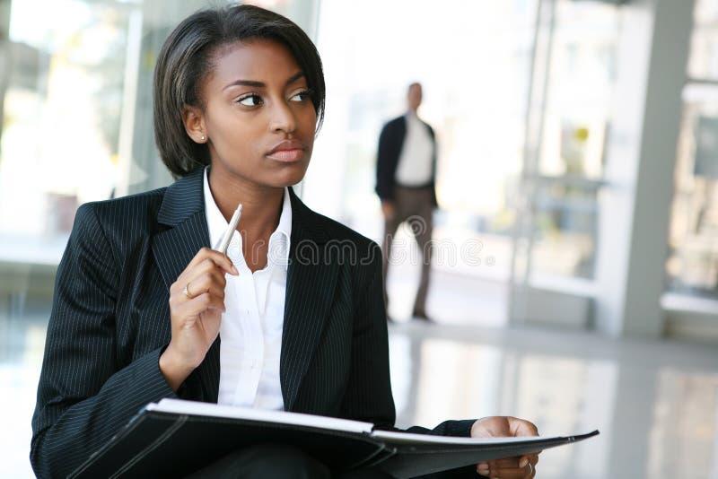 Femme noire d'affaires photographie stock