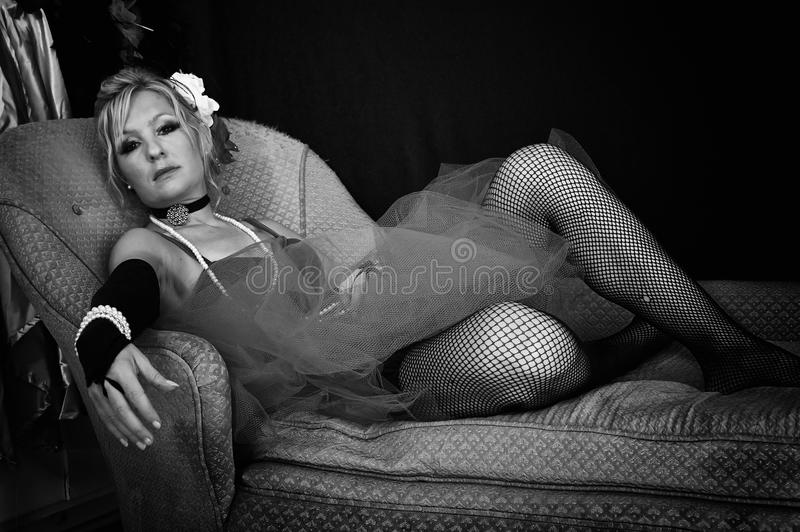 Femme noire et blanche démodée photos stock