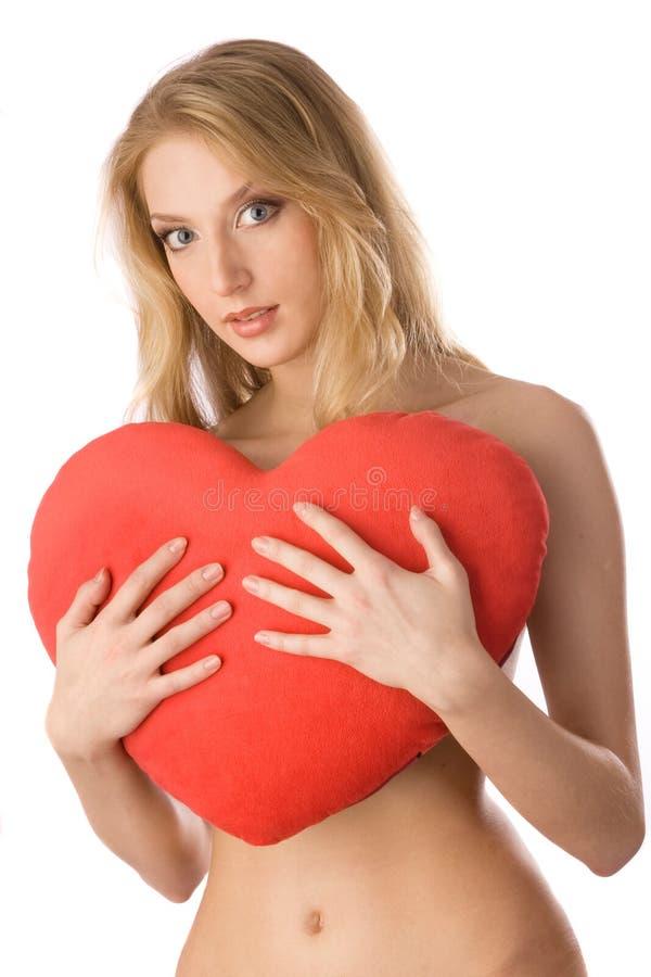 Femme nue embrassant le coeur. photos stock