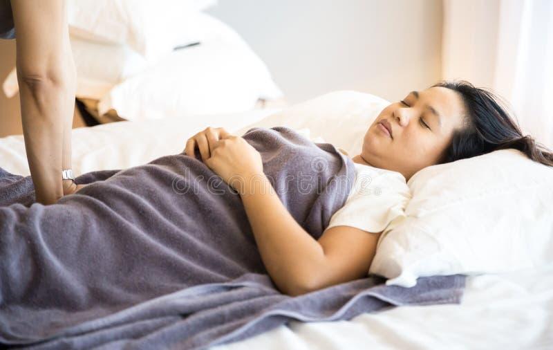 Femme obtenant le massage image libre de droits