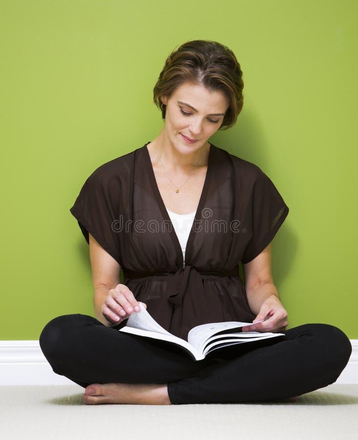 Download Femme occasionnel image stock. Image du occasionnel, confortable - 45364431