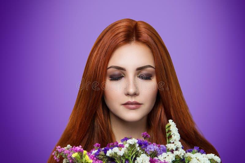 Femme orange de cheveux image libre de droits