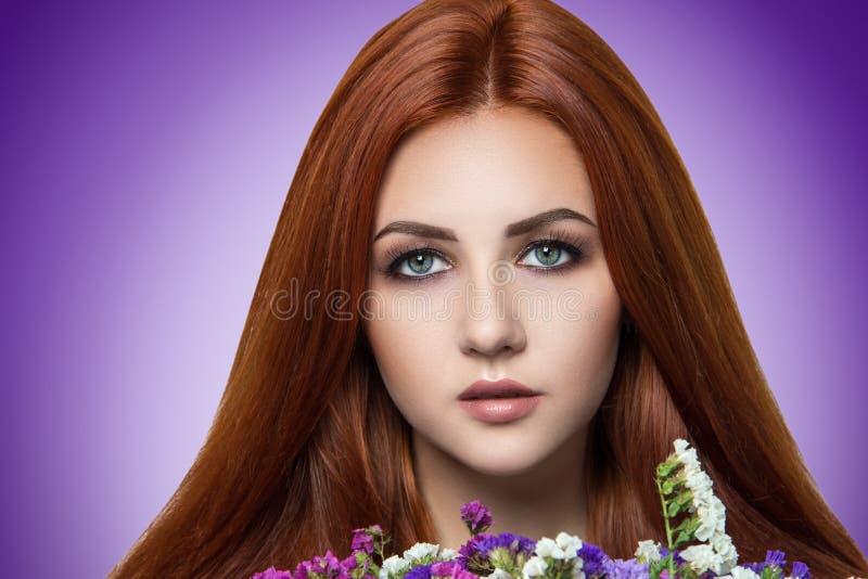 Femme orange de cheveux photographie stock libre de droits