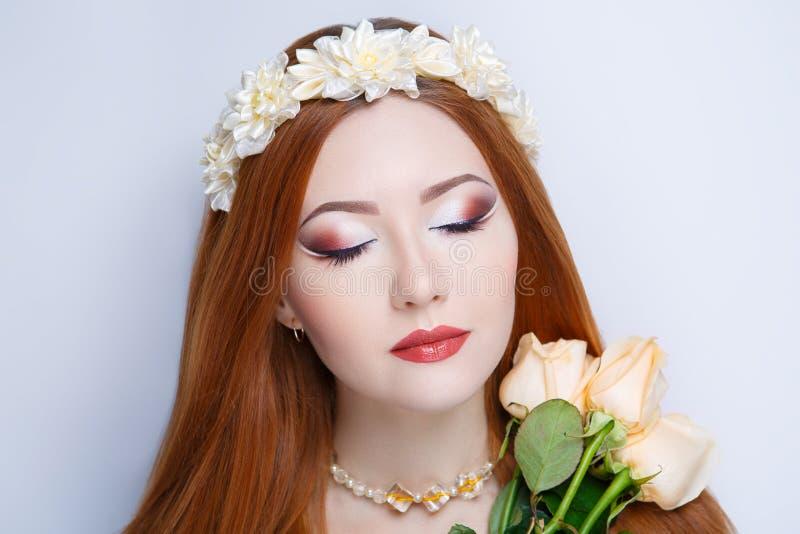 Femme orange de cheveux photos stock