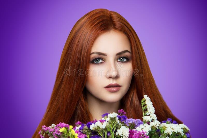 Femme orange de cheveux photographie stock