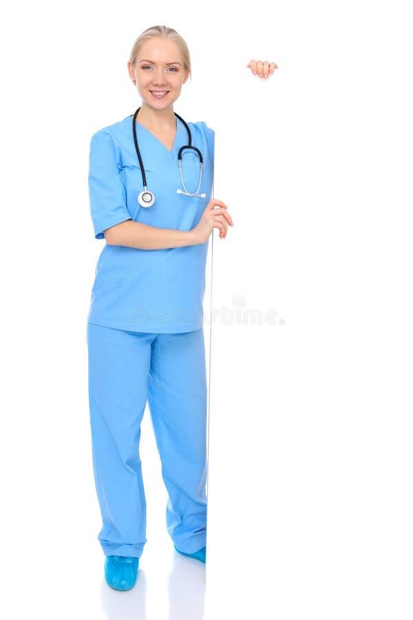 Femme ou infirmière de docteur d'isolement au-dessus du fond blanc Représentant du personnel médical de sourire gai st?thoscope r image libre de droits
