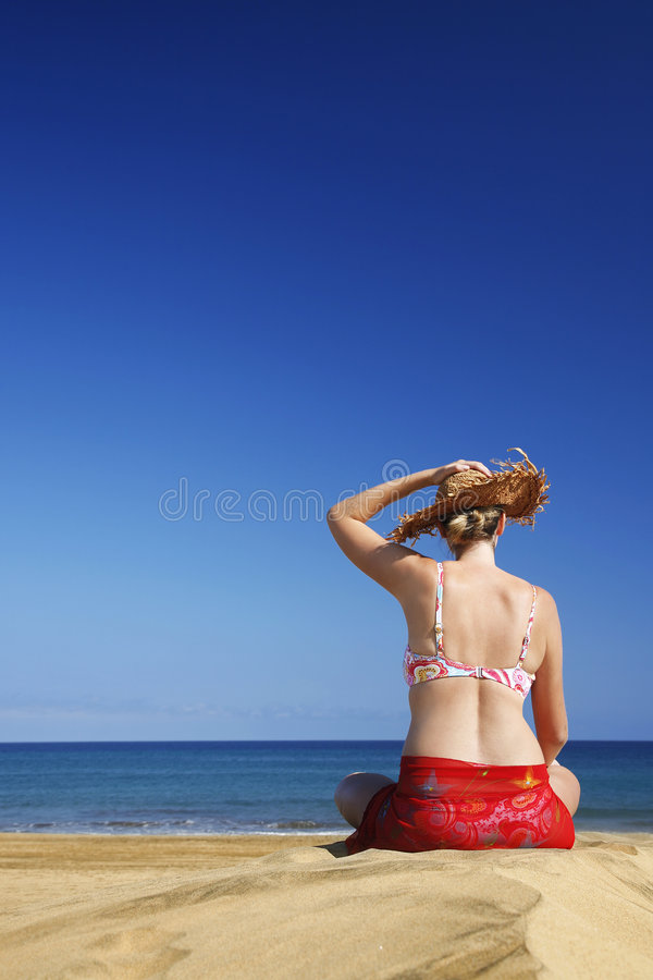 Femme par Beach photo libre de droits