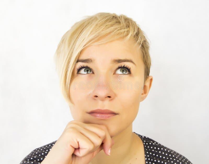 Femme pensant images stock