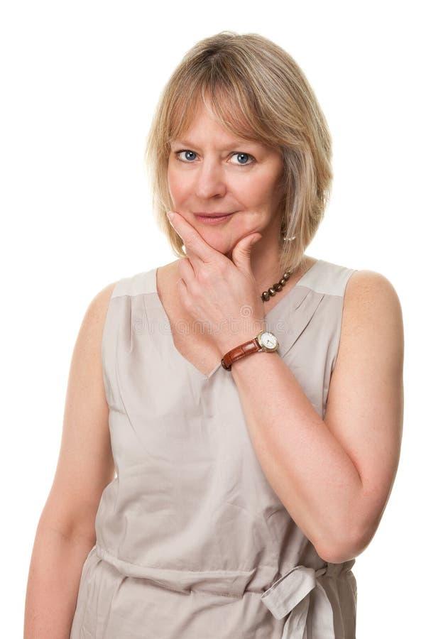 Femme pensive avec la main au visage images stock