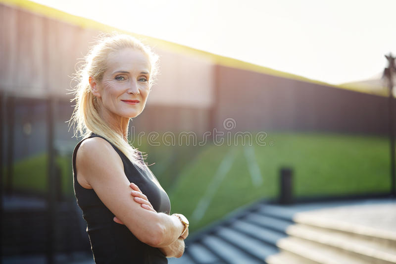 Femme plein d'assurance image stock