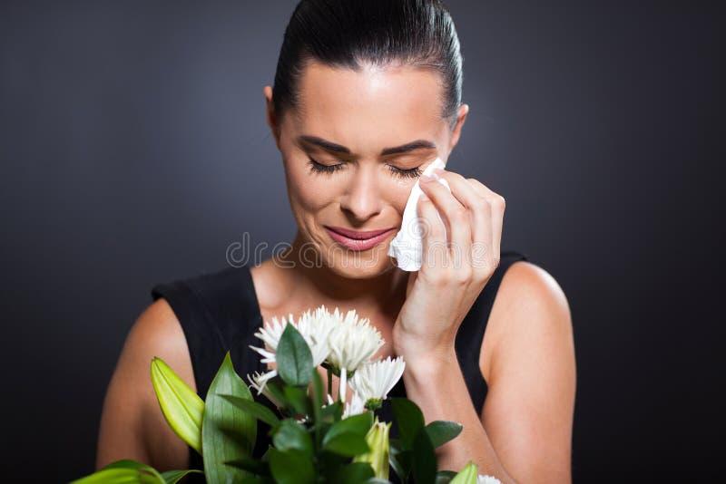 Enterrement pleurant de femme photos stock