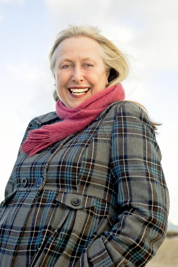 Femme plus âgée de sourire heureuse photographie stock