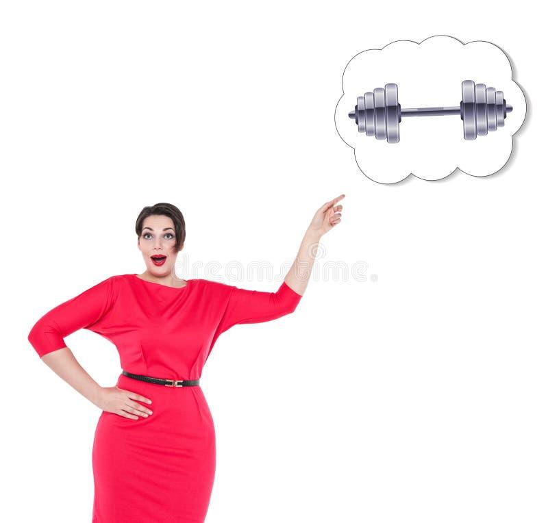 Femme plus de taille montrant sur la bannière avec l'haltère d'isolement images stock