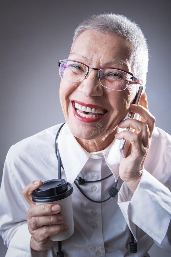 Femme pluse âgé moderne d'affaires image stock