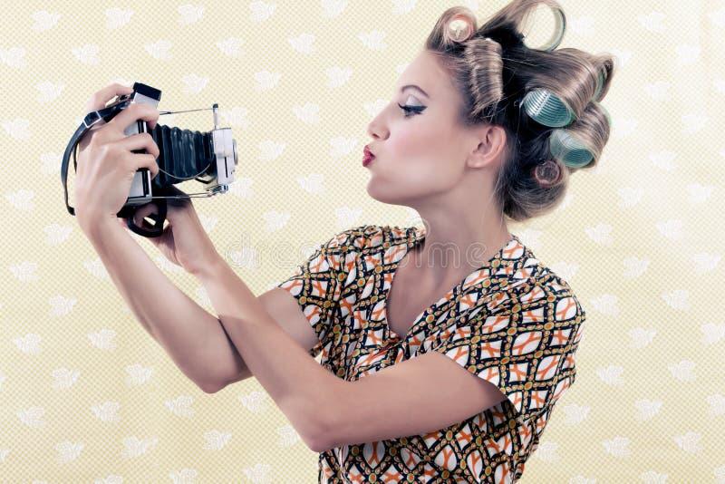 Femme prenant l'autoportrait images stock