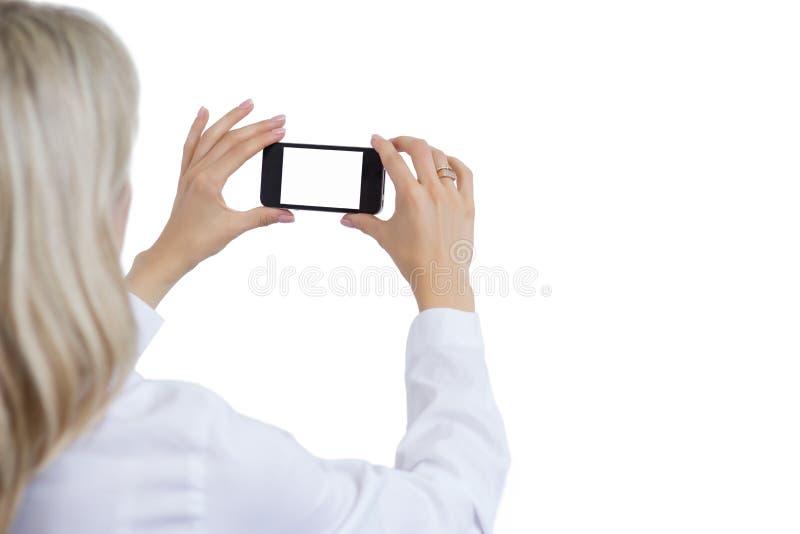 Femme prenant la photo avec le téléphone portable photo stock