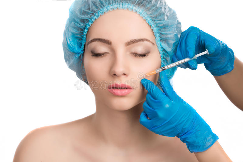 Femme recevant l'injection de botox photos stock