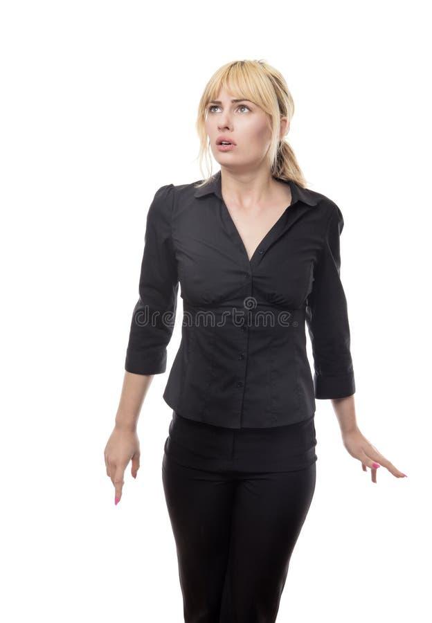 Femme regardant autour d'effrayé image libre de droits